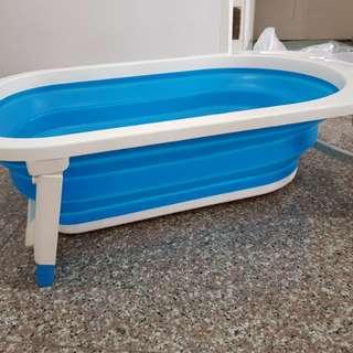 Baby to toddler portable foldable bathtub