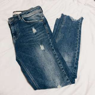 ZARA MIDRISE DISTRESSED JEANS