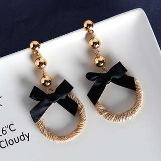 Strawstring Ring Loop Golden Beads Bow Earrings