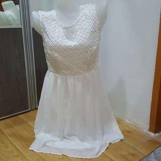 White elegant v back details dress
