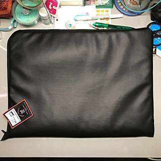 "[CLEARANCE] 15.4"" Black Leather Laptop Case (Woof Works)"