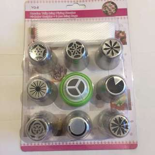 8 pcs Russian Piping nozzles + 3 colour coupler + 3 piping bags