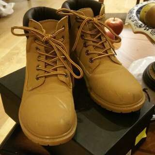 📌REDUCED PRICE. Timberland inspired shoes