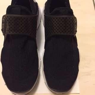 🚚 Nike sock dart