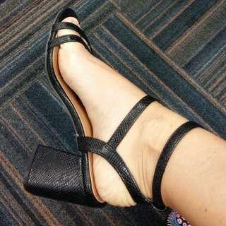 New black heel shoes