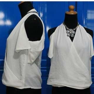 Top putih sabrina Size M Lucu New