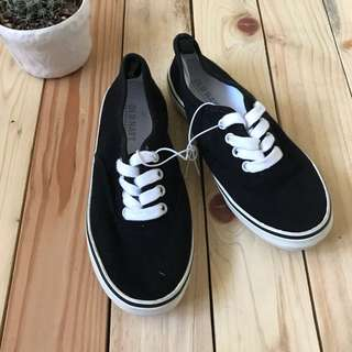 Brand new Old Navy sneakers