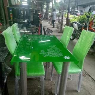 Meja makan tempered hijau