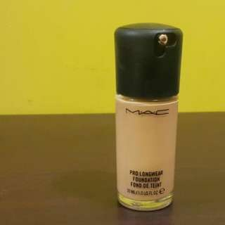 Mac Pro Longwear Foundation 70-80% Full