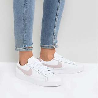 Nike Blazer in White & Pink