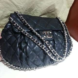 Chanel 中号斜孭牛皮黑色袋