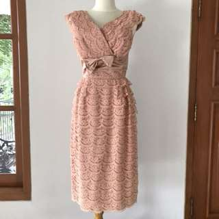 VTG 50s Evening Party Lace Dress in Peach. XS-S