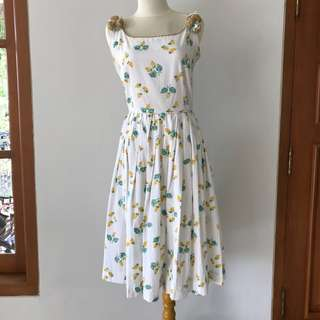 VTG 50s Floral Strawberry Dress with 3D Flower Details. XS-S