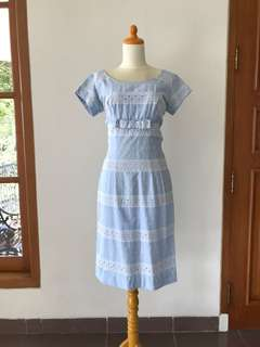 VTG Baby Blue Dress 1960s Lace Embroidery with Bow. S-M