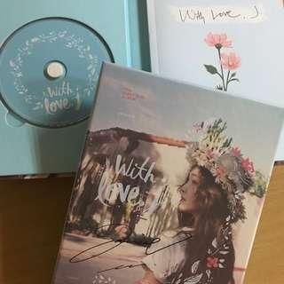 "Jessica Jung 親筆簽名專輯 ""With Love, J"""