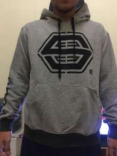 SKATERS SWEATER