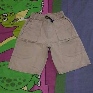 Celana pendek katun
