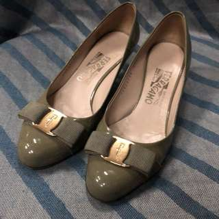 Ferragamo shoes size 6
