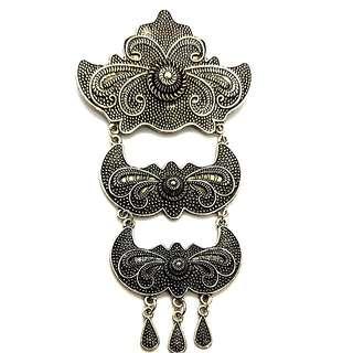 Kebaya Brooch In Vintage Silver design B