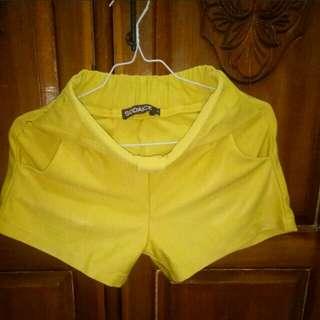Hotpants kuning