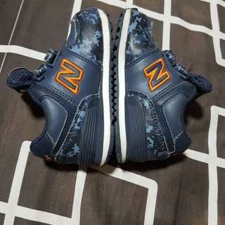 Kiddie shoes (new balance) size 5
