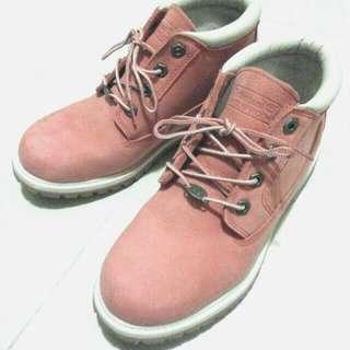 Timberland 粉紅色 經典款 短靴