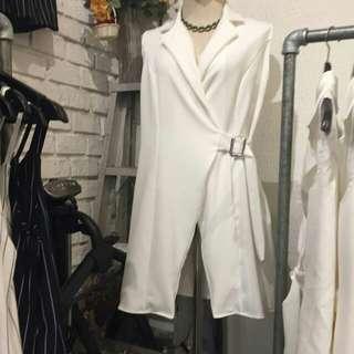 White Long Sleeveless Blazer
