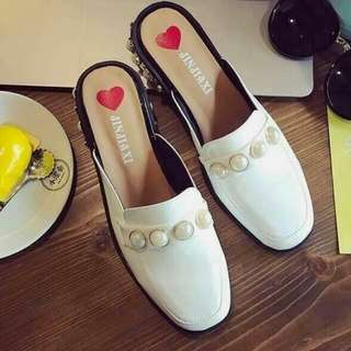 Style gucci pearl slip on