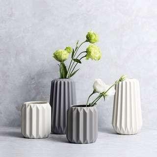 💐YourStalkMarket - White Grey Waves Ceramic Flower Vase