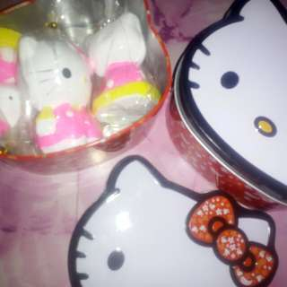 Tin Can with 3 Hello Kitty figurines set