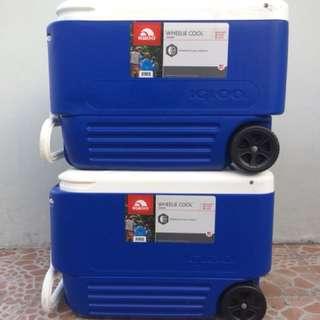 Igloo 38 quart wheelie cool cooler