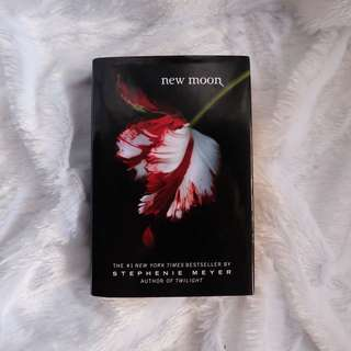 New Moon by Stephenie Meyer (Hardbound)