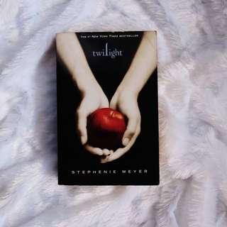 Twilight by Stephenie Meyer (Paperback)