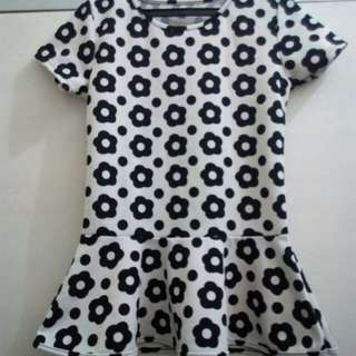 Shirt black and white with a flower design