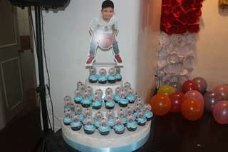 Personalize cakes and cupcakes
