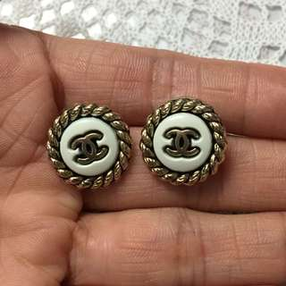 100% Real & 95%New Vintage Chanel buttons Earring (custom made) not original design  100%真95%新古董Chanel紐扣改裝針耳環 非原裝設計耳環