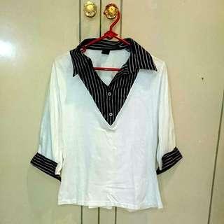 Kaos dengan aksen kemeja