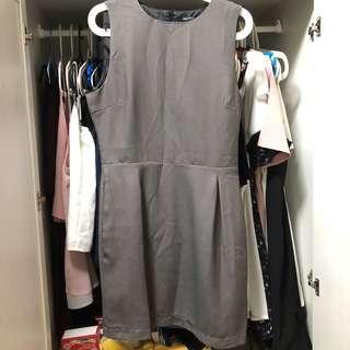Basic sleeveless shift dress