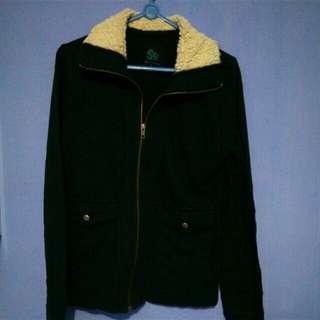 Sweater bulu with zipper