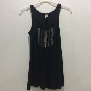 Sleeveless top woth beads