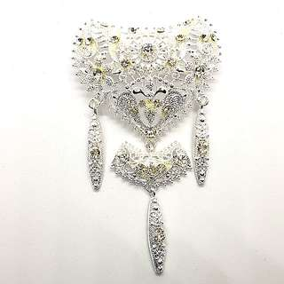 Kebaya Brooch in Silvery White design C