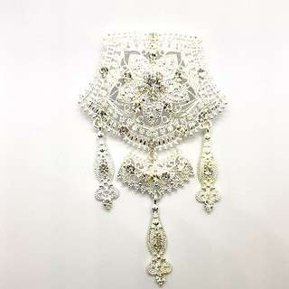 Kebaya Brooch in Silvery White design E