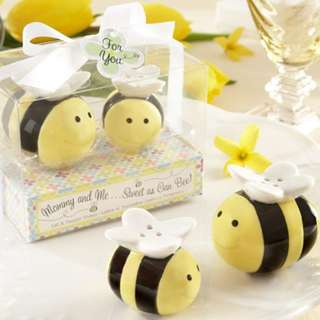 Bee salt and pepper pot seasoning cans Salt & Pepper Shakers unique Wedding Favor Gift