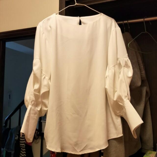 白色長版膨袖雪紡上衣