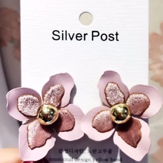 韓 粉色 絲絨 花朵 耳環 預購