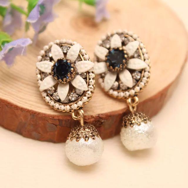 韓 復古 甜美 花朵 水鑽 珍珠 耳環 藍 黃 預購