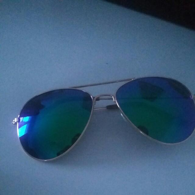 Blue/green aviator sunnies