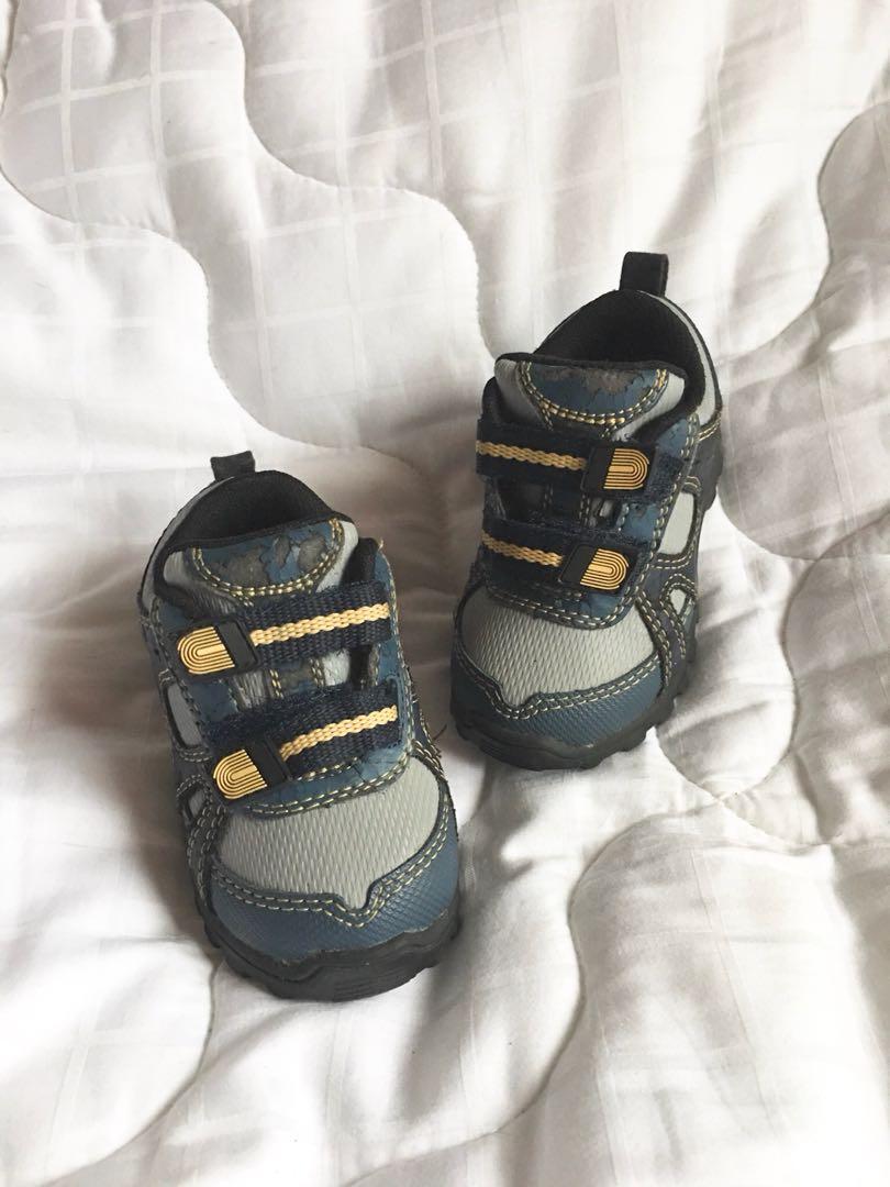 Blue/grey rubber shoes