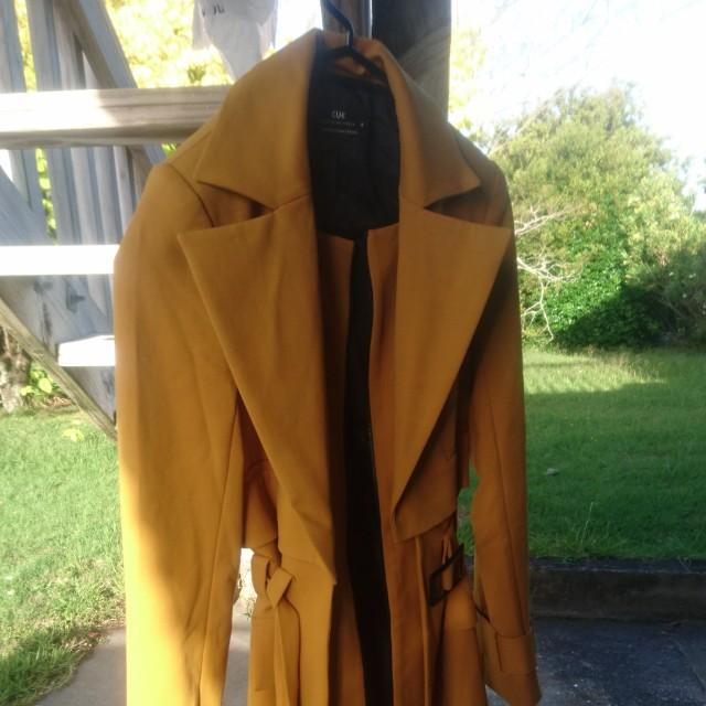 Cue mustard coat