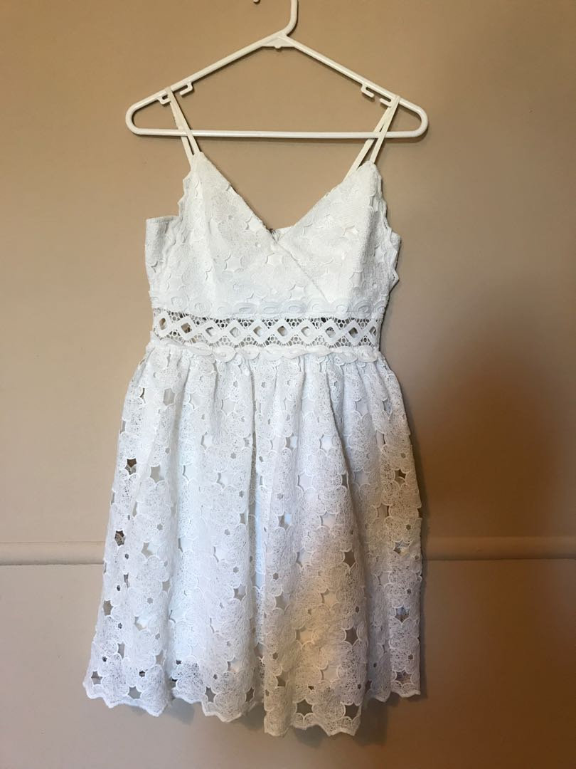Dress white lace dotti